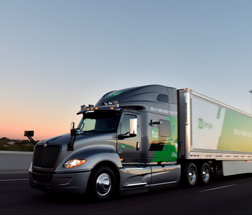 Faculdade-cria-curso-para-aprender-a-dirigir-caminhões-autônomos